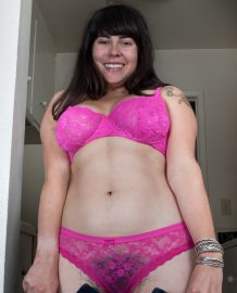Amateur hairy model Cleo