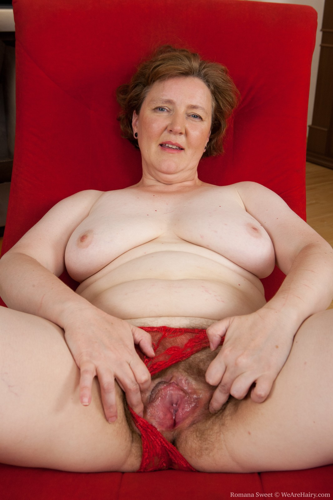 image Hot amateur british granny playing with her wet pussy
