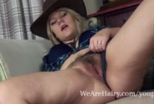Jodie Dallas represent her hairy pussy